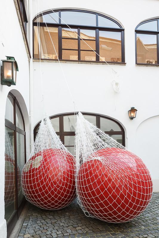 Irene Pätzug: Kugeln im Entstehungsprozess für die Performance:Parallele Linien