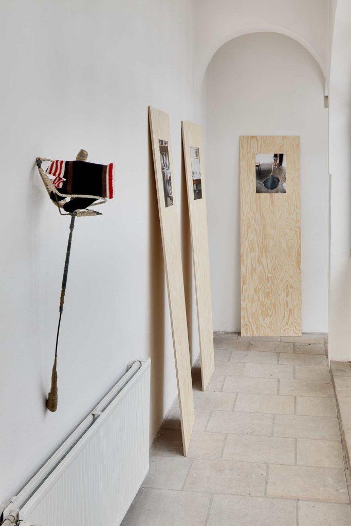 Ausstellungsansicht mit Arbeiten von Stefan Leyh, Stefanie Busch, Guido Reddersen, Foto: David Brandt