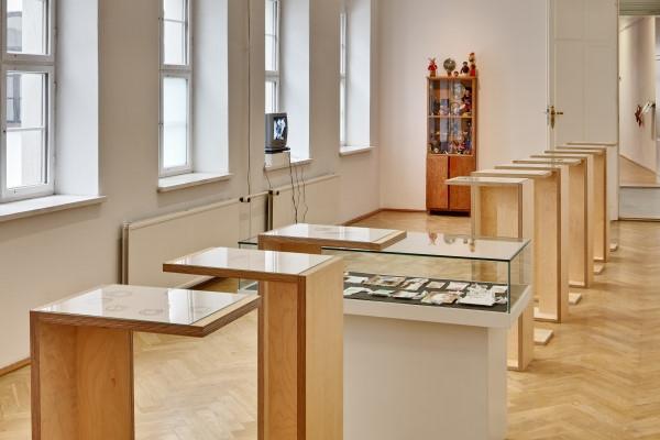 Ausstellungsansicht, Arbeiten von Akatsuki Ogura, Anja Hellstern, Martin Mannig, Lucas Ditl, Foto: David Brandt