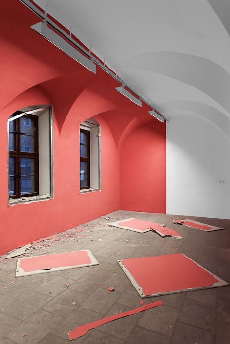 Jozef Legrand, Berlin-Dresden laundry / Der Zukunft ist es egal, auf welcher Seite der Mauer sie sich befindet, 2011, Courtesy Jozef Legrand, VG Bild-