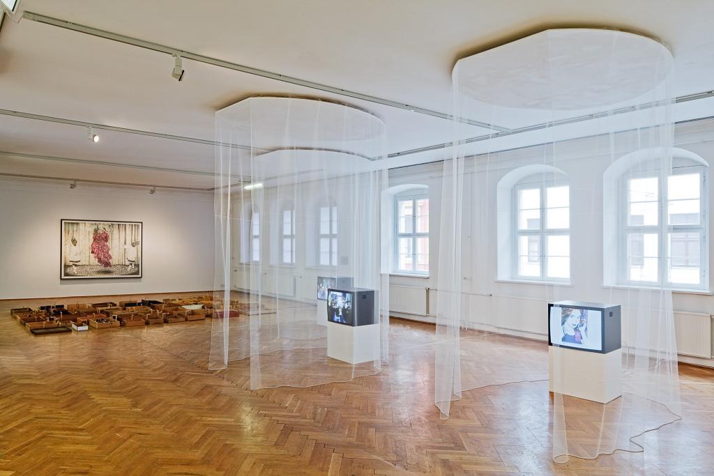 Ausstellungsansicht Laura Horelli/Dirk Lange