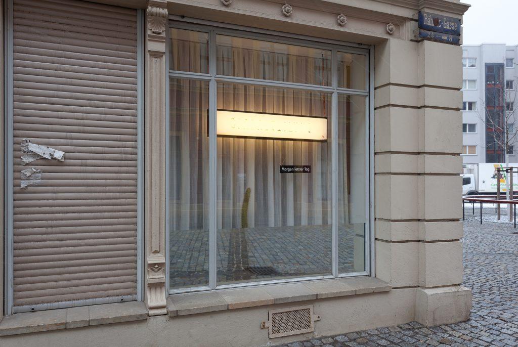 """""""MORGEN LETZTER TAG"""", 2013, verschiedene Materialien, courtesy the artists, Foto: Philipp Orschler"""