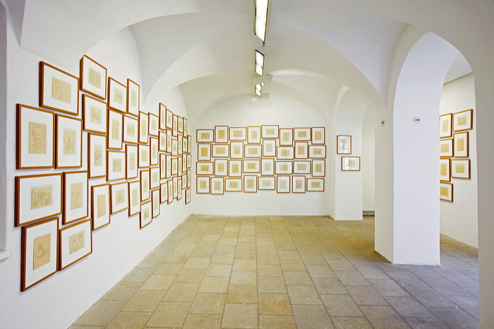 Anonymous: Salon de Fleurus, New York, Collection of Drawings of an Art Amateur Made on His Travels Through a Mysterious and Faraway Land, Paris MIM, Foto: David Brandt