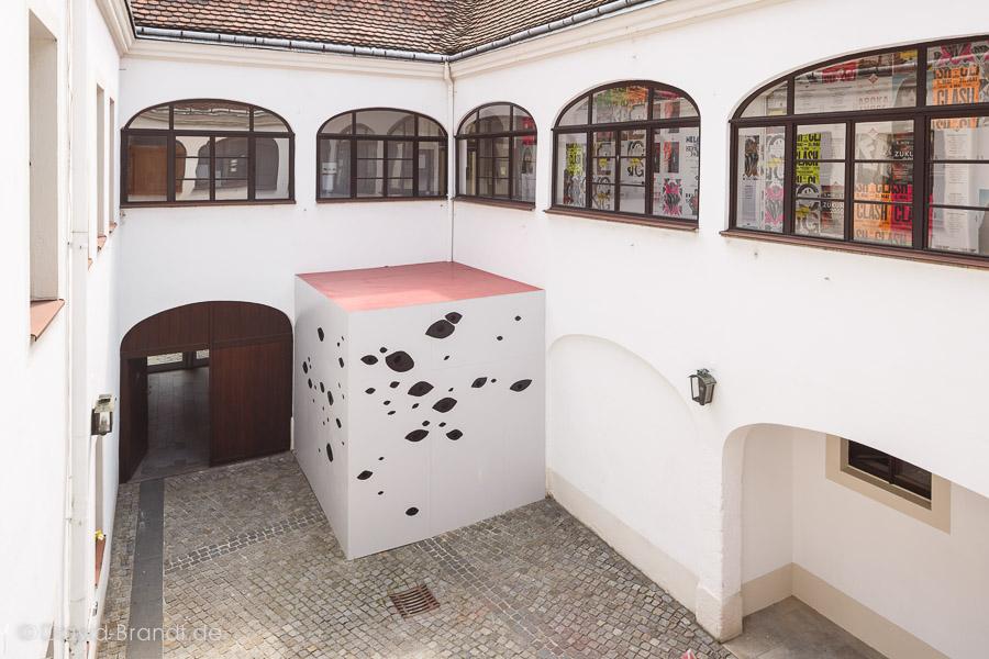 Installation der Gruppe Objekt/Performance, Mentorinnen: Liron Dinovitz und Elke Schindler. Foto: David Brandt