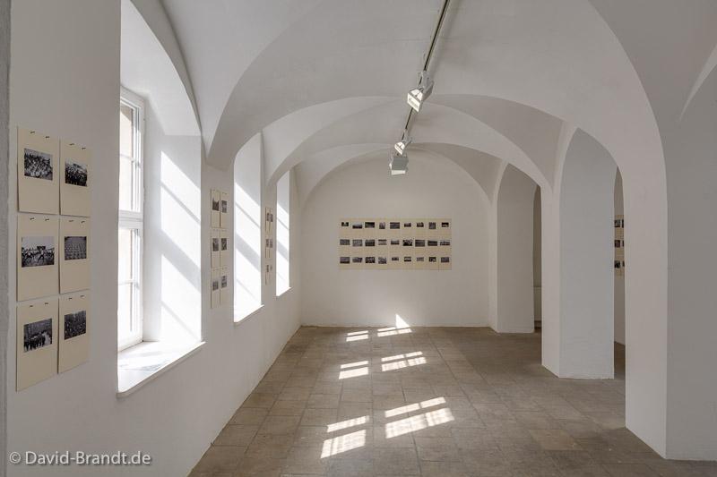 Katarina Šević: SOCIAL MOTIONS, Massenchoreographie, 2007. Ausstellungsansicht 2014. Foto: David Brandt