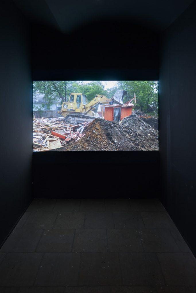 Lara Almarcegui: BURIED HOUSE (BEGRABENES HAUS) 2013, Video. Foto: David Brandt