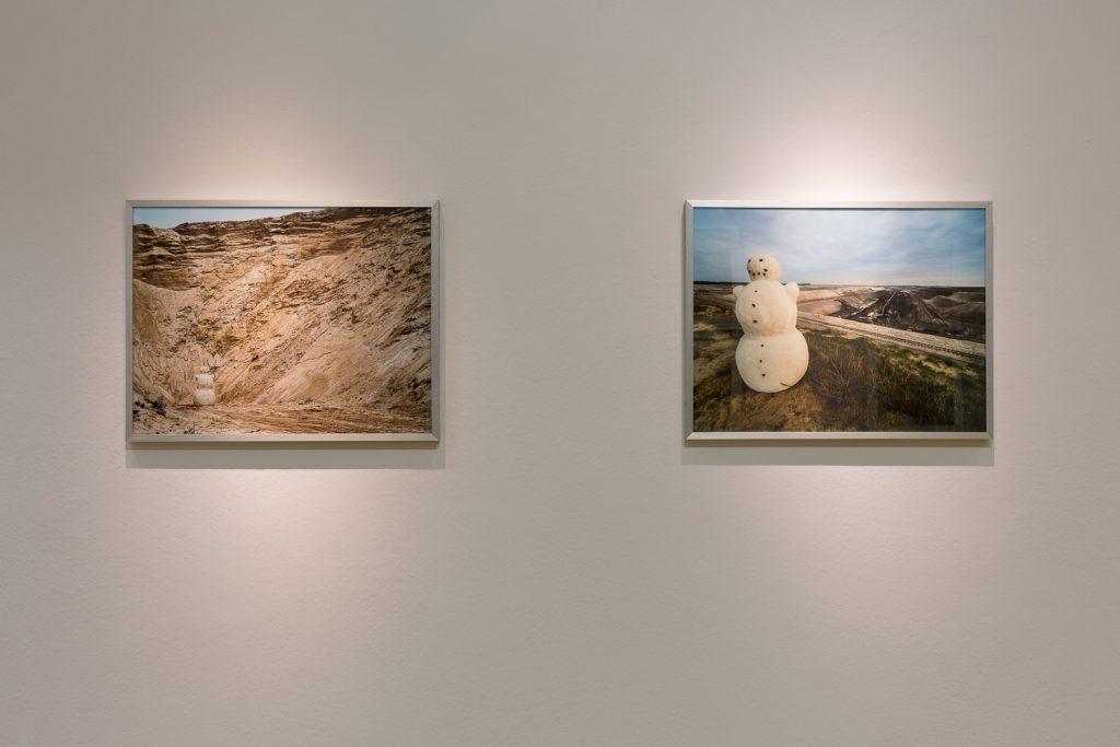 KLARA HOBZA: DER ERDMANN AUS DER LAUSITZ, 2014, 2 Fotografien, C-Print. Foto: David Brandt