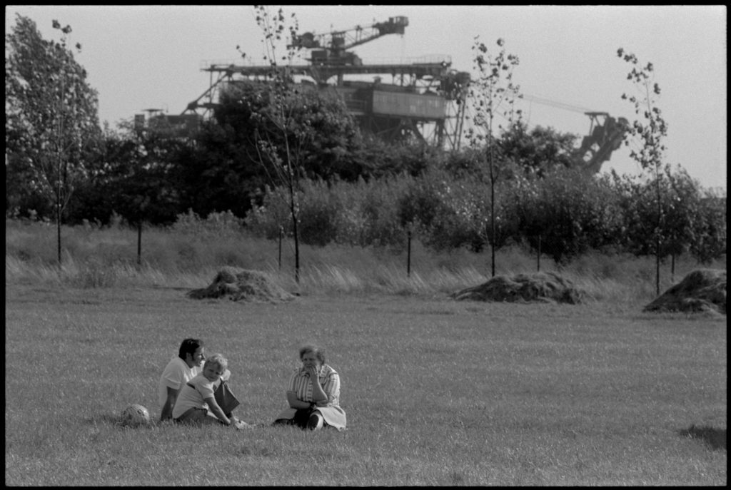Jürgen Matschie: Sonntag, Mühlrose 1987, Courtesy Kunstfonds des Freistaates Sachsen / Staatliche Kunstsammlungen Dresden
