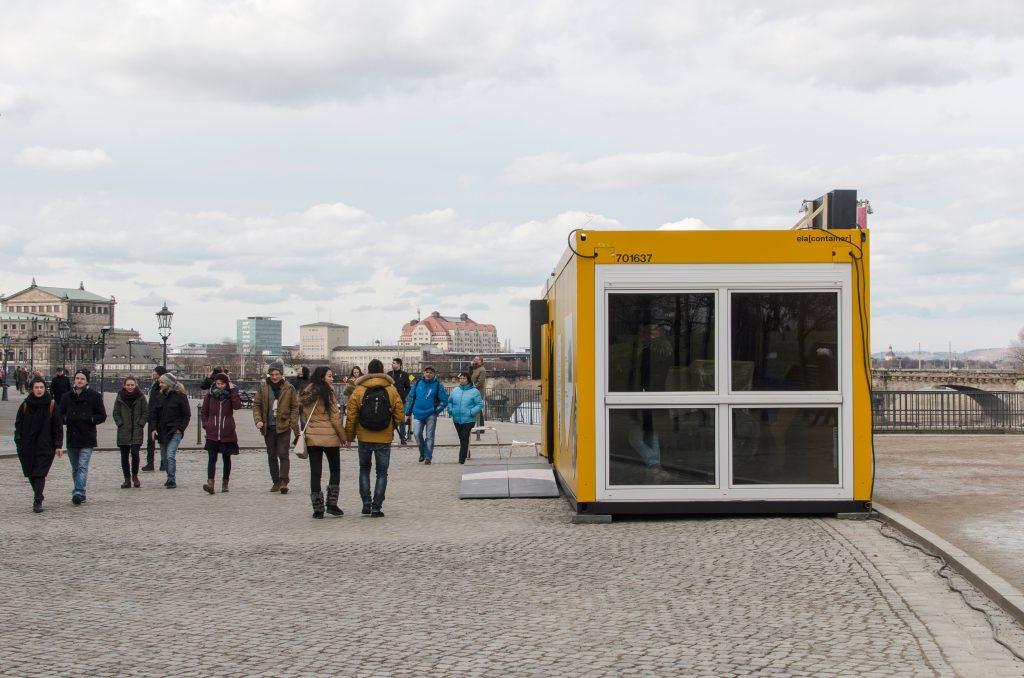 Container #1 und #2 - Kunsthaus Dresden / Schlösserland Sachsen auf der Brühlschen Terrasse am Brühlschen Garten. Foto: Robert Vanis