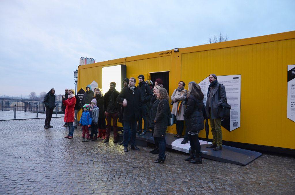 Abschlussrundgang mit Banda Communale am 23. Februar; Container #1 und #2 - Kunsthaus Dresden / Schlösserland Sachsen auf der Brühlschen Terrasse am Brühlschen Garten