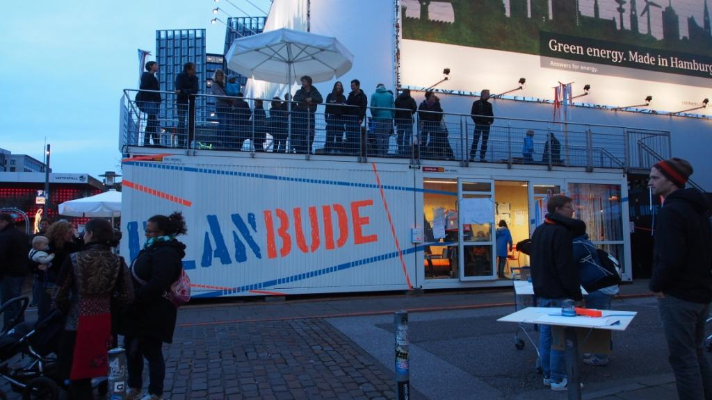PlanBude Hamburg ( PlanBude-Panorama PlanBude – Intro – D  Die PlanBude ist ein interdisziplinäres Team aus den Feldern Architektur, Stadtplanung, Kunst und Film, Urbanistik und sozialer Stadtteilarbeit). Hamburg