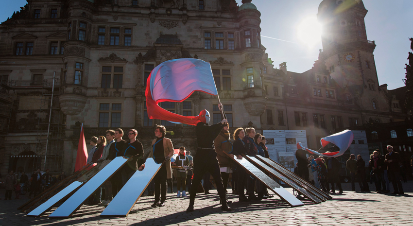 Svea Duwe: Spiegelmarsch, Dresden, 2017. Foto:  René Zieger