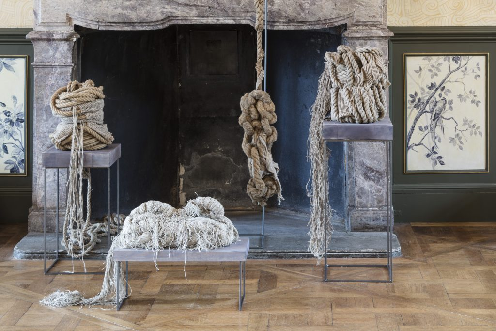 Christa Jeitner: Durchdringung, 1978/79. Ausstellungsansicht Kunstgewerbemuseum Schloss Pillnitz. Foto: David Brandt; © Christa Jeitner / VG Bild-Kunst