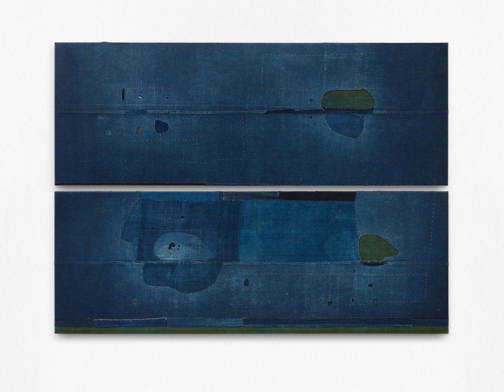Uli Fischer: Indigo Aurora, 2011 (2-teilig), Historische Baumwolle (Indigo Färbung) genäht auf Baumwolle auf Keilrahmen, 132,5 x 180 cm Foto: Uwe Walther, © Uli Fischer