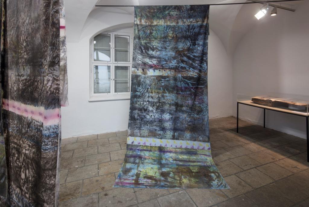 Judith Raum: Cotton Pieces, 2011/12, hochpigmentierte Tusche und Acryl auf Baumwolle; Foto: David Brandt, ©Judith Raum