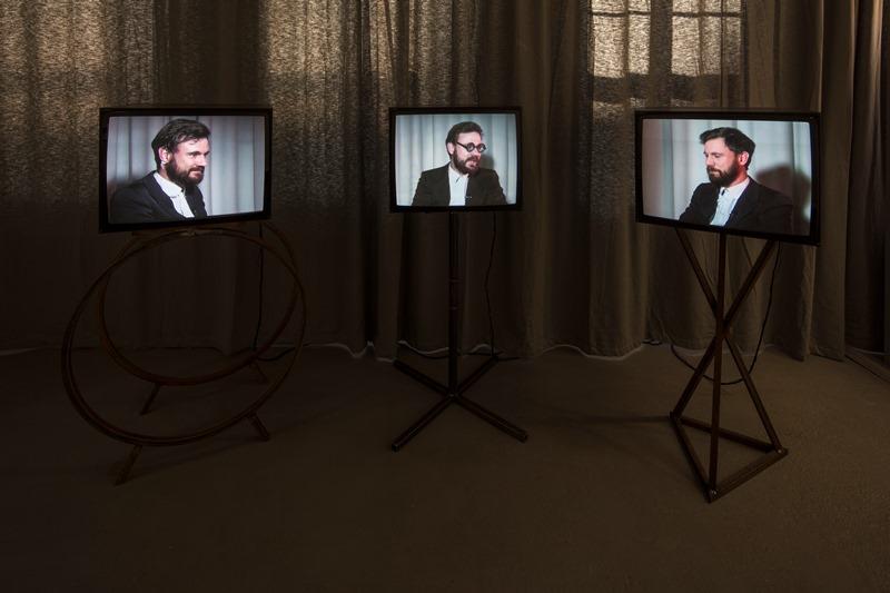 Wilhelm Klotzek: das architektonische trio, 2012 Dreikanal – Videoinstallation, Foto: David Brandt