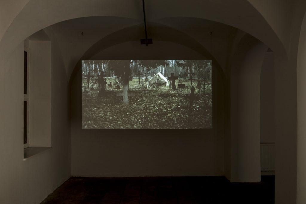 Ausstellungsansicht Jaan Toomik: Oleg, 20 min, 35 mm, 2010. Videostill, Kunsthaus Dresden Foto: David Brandt /  Courtesy of the Artist and Temnikova & Kasela, Tallinn