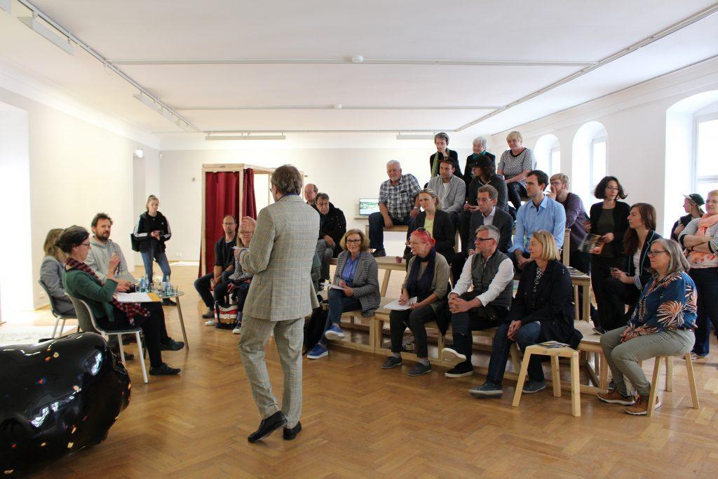 Pressekonferenz Nachbarschaften 2025 im Kunsthaus Dresden. © Sophie Arlet