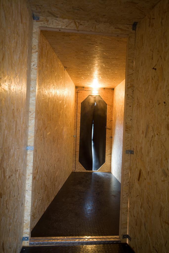 Grzegorz Klaman: Less Than You Expect, interaktive Installation, 2006. Ausstellungsansicht Kunsthaus Dresden. Foto: David Brandt