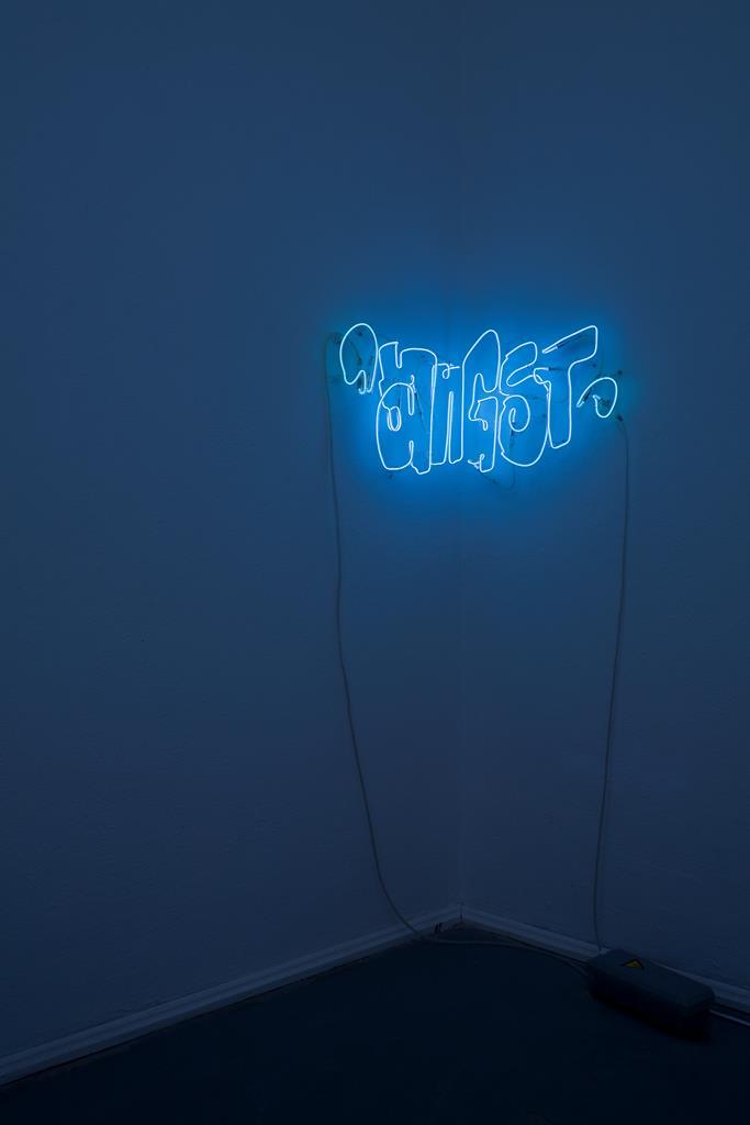 Jill Mercedes: ANGST, Neon-Installation, 2004. Foto: David Brandt