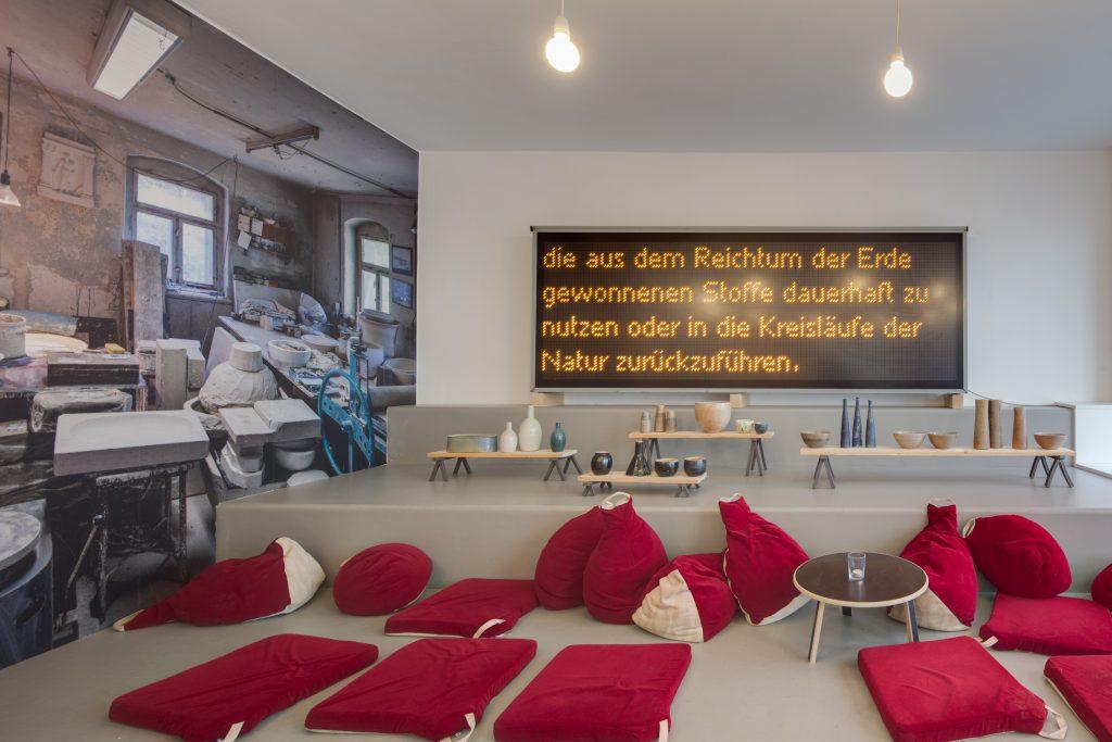 Ausstellungsansicht 1000° mit Arbeiten von Johannes Makolies, 2020, Foto: David Brandt