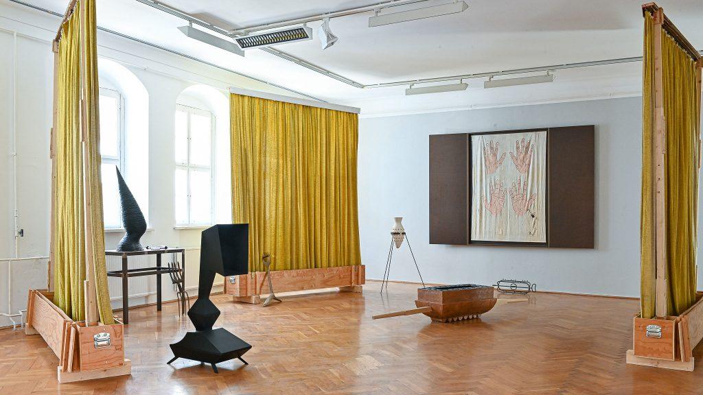 Marco Miersch, Raumgreifende Installation setzt sich aus insgesamt 13 einzelnen Arbeiten zusammen, Foto: Anja Schneider