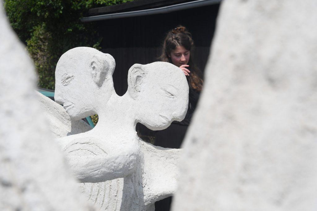 Marit Bente Norheim / Geir Johnson, Performance ROLLING ANGELS am 9. Mai 2020 anlässlich des 75. Jahrestages des Endes des 2. Weltkrieges in Europa entlang der Elbe; Foto: Anja Schneider