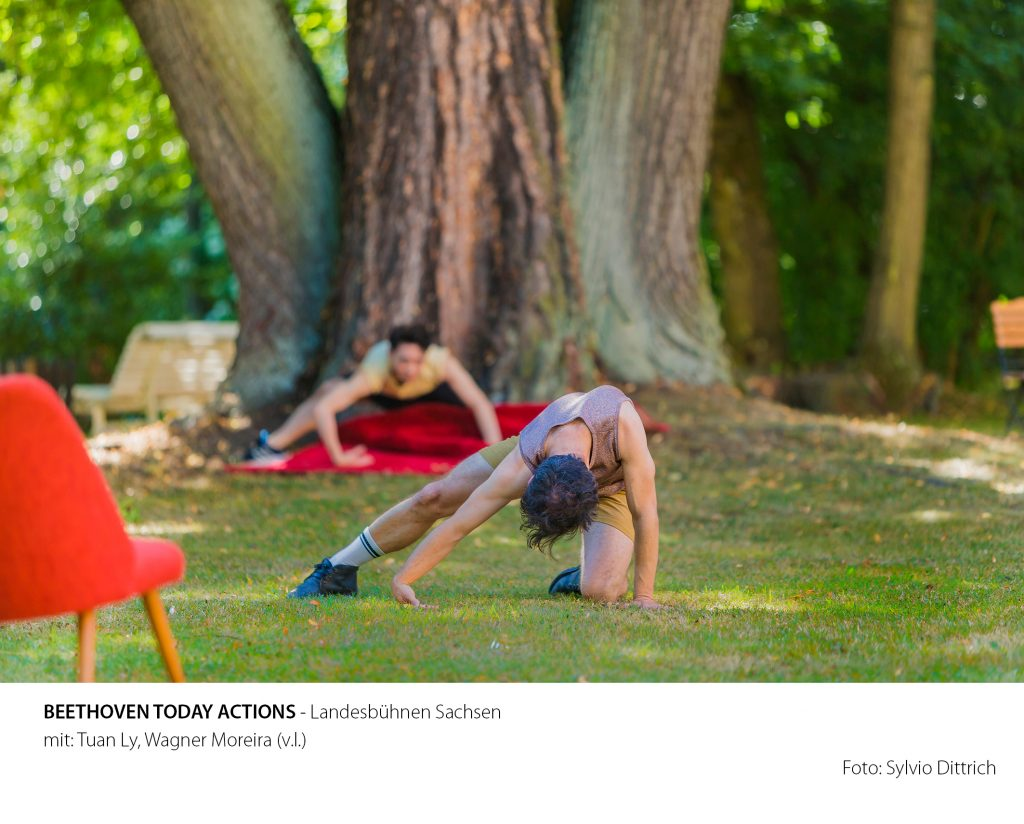 Wagner Moreira und Tuan Ly, mit Beethoven - Today - Actions im Schlosspark Rammenau