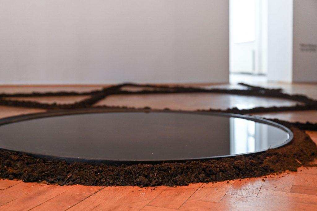 Minia Biabiany, toli toli,  Bodenzeichnung (2021), Foto: Anja Schneider